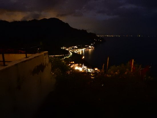 Graal Hotel Ravello: View at night.
