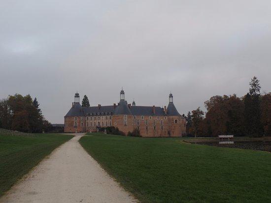 Saint-Fargeau, Франция: Vue depuis le parc du château