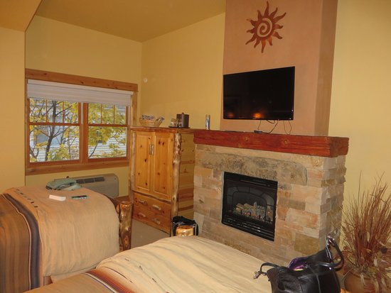 Niwot Inn & Spa : Pinon room fireplace