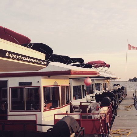 Bobcaygeon, Canada: Dockside fleet, Happy Days Houseboats