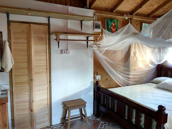 Calibishie, Dominica: bed