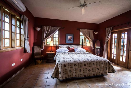 Signal Hill, Tobago: red bedroom