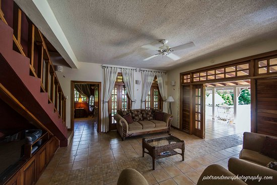 Signal Hill, Tobago: living room