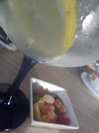 Valdepenas de la Sierra, Spania: Cóctel y su aperitivo :)