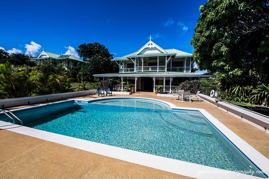Signal Hill, Tobago: mango and tea villas