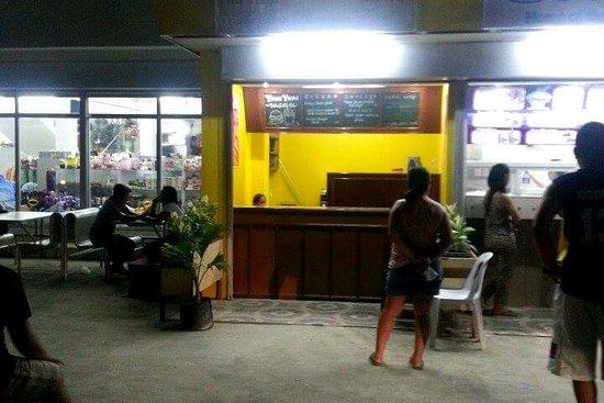 Mamburao, Filippinerna: Yhum Yhum Burger