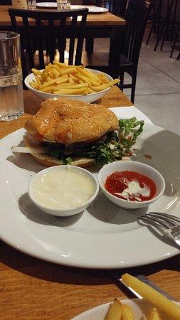 Sde Eliezer, Israel: Hamburger