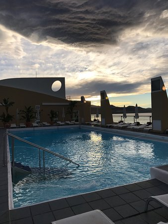 pool auf dem dach picture of reina isabel hotel las palmas de gran canaria tripadvisor. Black Bedroom Furniture Sets. Home Design Ideas