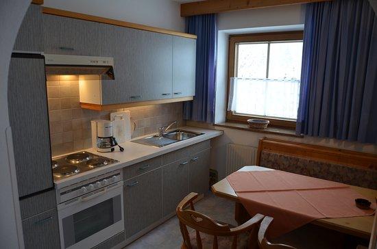 separate, komplett eingerichtete Küchen mit Essplatz in der ...