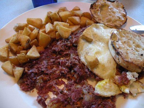 Fairway Restaurant & Pizzeria: Couldn't be better! Corned beef hash!