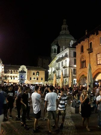 Pawia, Włochy: Piazza della Vittoria