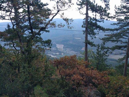 Les Barons Perches: Exemple d'une vue depuis le site d'accrobranche