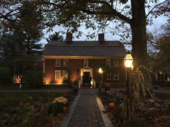 Longfellow's Wayside Inn: Night pic.