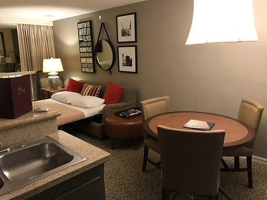 Le Parc Suite Hotel: dining area