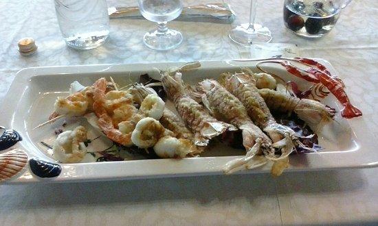 Spiedini gratinati di cannocchie gamberi e calamari for Spiedini di pesce gratinati