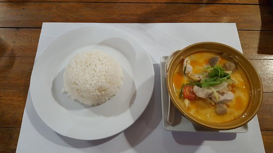 swiss palm beach restaurant tom yum au poulet