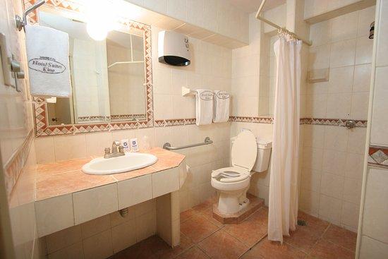 Hotel suites kino bewertungen fotos preisvergleich for Help design my bathroom