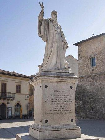 Statua Dedicata a San Benedetto Santo Patrono