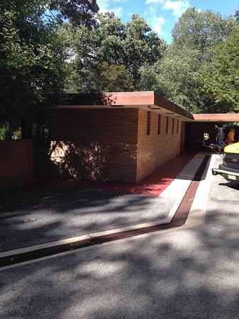 Frank Lloyd Wright's Laurent House: photo1.jpg