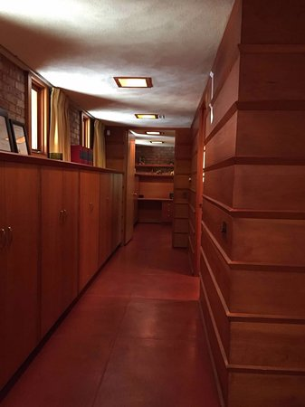 Frank Lloyd Wright's Laurent House: photo2.jpg