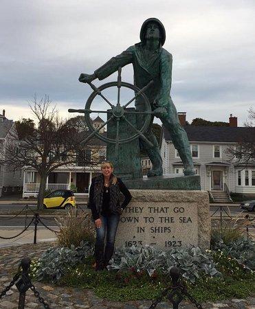 Fishermen's Memorial Monument: The famous staue