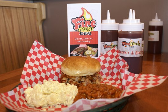 Jeffersontown, KY: Pulled pork sandwich with potato salad and baked beans
