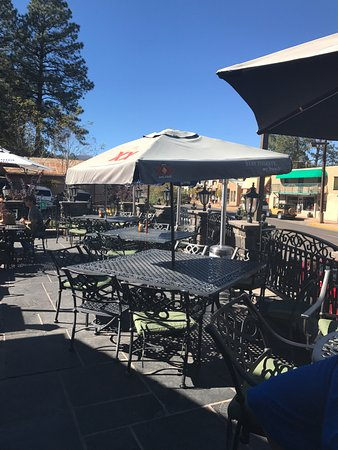 Grace O'Malley's Irish Pub: Nice patio with good view of the main drag