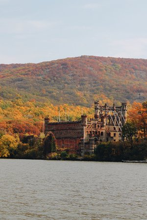 Bannerman Cruise & Walking Tour: View of Bannerman Castle from the river