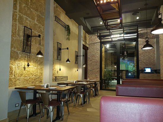 Qornet El Hamra, Líbano: The J's