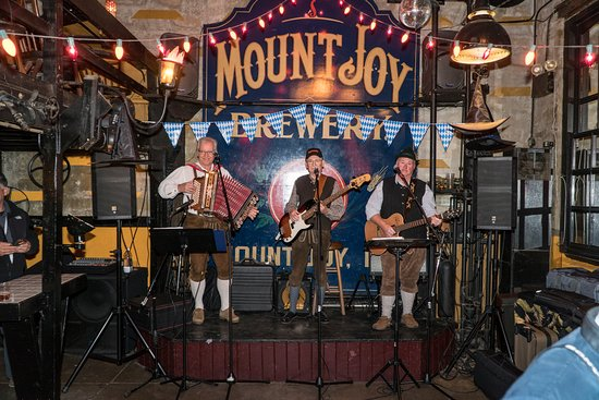 Mount Joy, PA: German Band