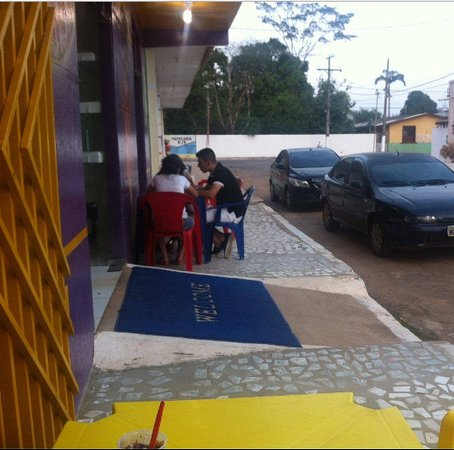 Brasiléia, AC: Outside eating on a hot afternoon at Picoleteria e Acai Expresso. A great way to cool off