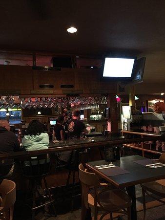 Patrick's Pub & Eatery: bar area