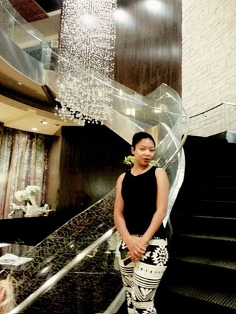 Hyatt Centric The Woodlands: Beautiful staircase and interior designs
