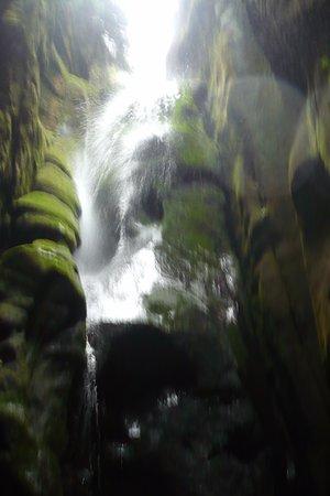 Hradec Kralove Region, Czech Republic: Der Wasserfall.
