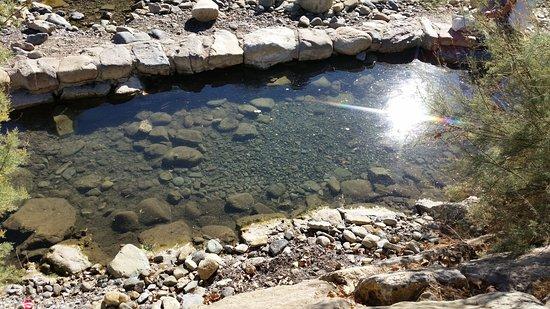 Arnedillo, Spanien: poza, se pueden ver burbujitas de la salida del agua