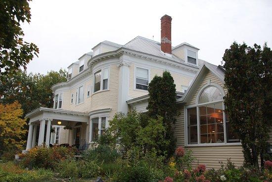 Kingfield, ME: The Inn on Winter Hill