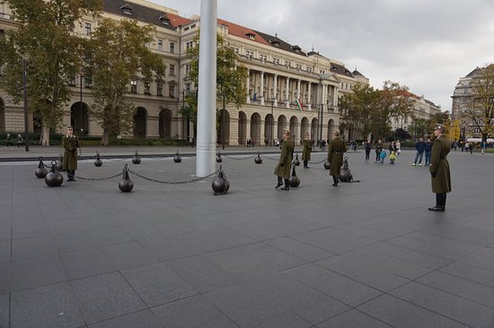 Parlement (Orszaghaz): Erewacht op het plein voor het parlement