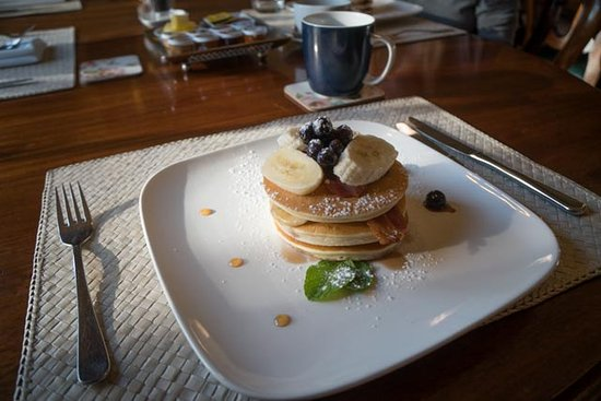 Browns Boutique Hotel: Breakfast: Hotcakes with blueberries