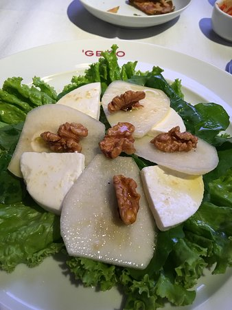Gero: Salad, pear and goat cheese