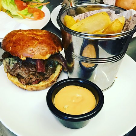 Bexhill-on-Sea, UK: Homemade Burger and Hand Cut Chips with our special burger sauce