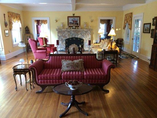 Pinebrook Manor B&B Inn
