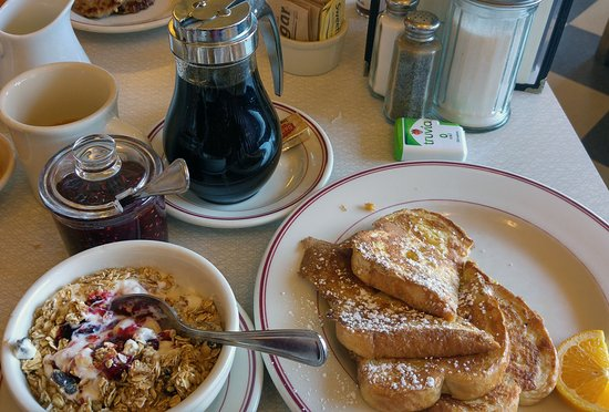 Sugar Pine Cafe: Breakfast on day one...day 2 was similar!