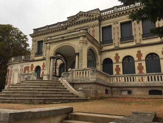 Montlucon, France: Parc et château de la Louvière
