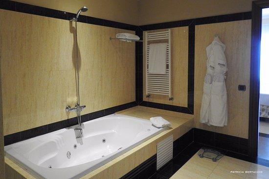 gran hotel elba estepona u thalasso spa jacuzzi para relajarte con un bao de sales