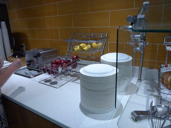 SpringHill Suites Flagstaff: Fruit at breakfast