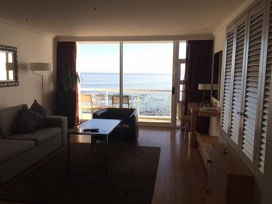 Radisson Blu Hotel Waterfront, Cape Town: View through room out towards the sea