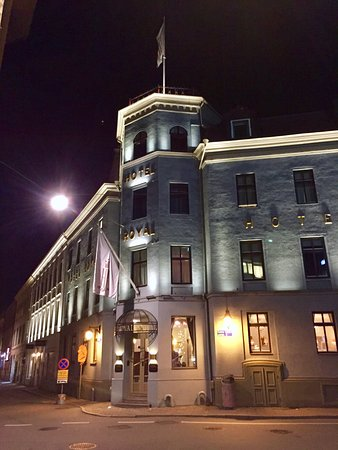 Hotel Royal Gothenburg: Hotel at night.