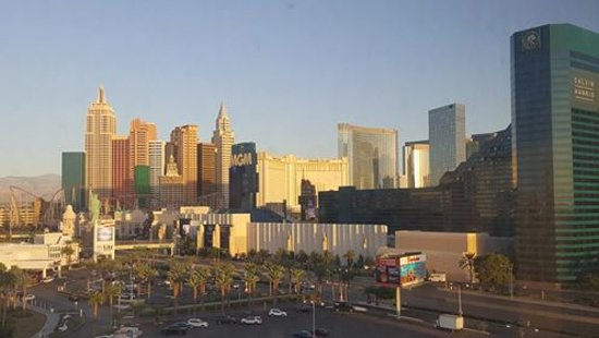 Hooters Casino Hotel: View of NYNY & MGM from the room