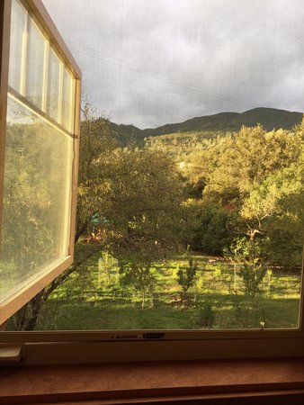 Rumsey, Kalifornien: This view was from a reading nook in the Sun Room that I put my make-up on at. Heaven on earth
