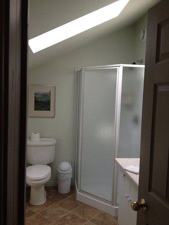 Wiarton, Canadá: King Bedroom Bathrooom